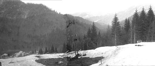 Вид з  горішнього кінця підйомника на турбазу